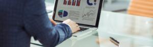 Mann macht Data Scientist Online Kurs